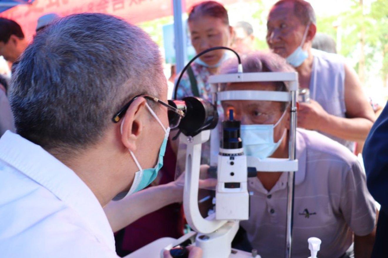 助患者祛除眼疾  把健康扶贫落到实处