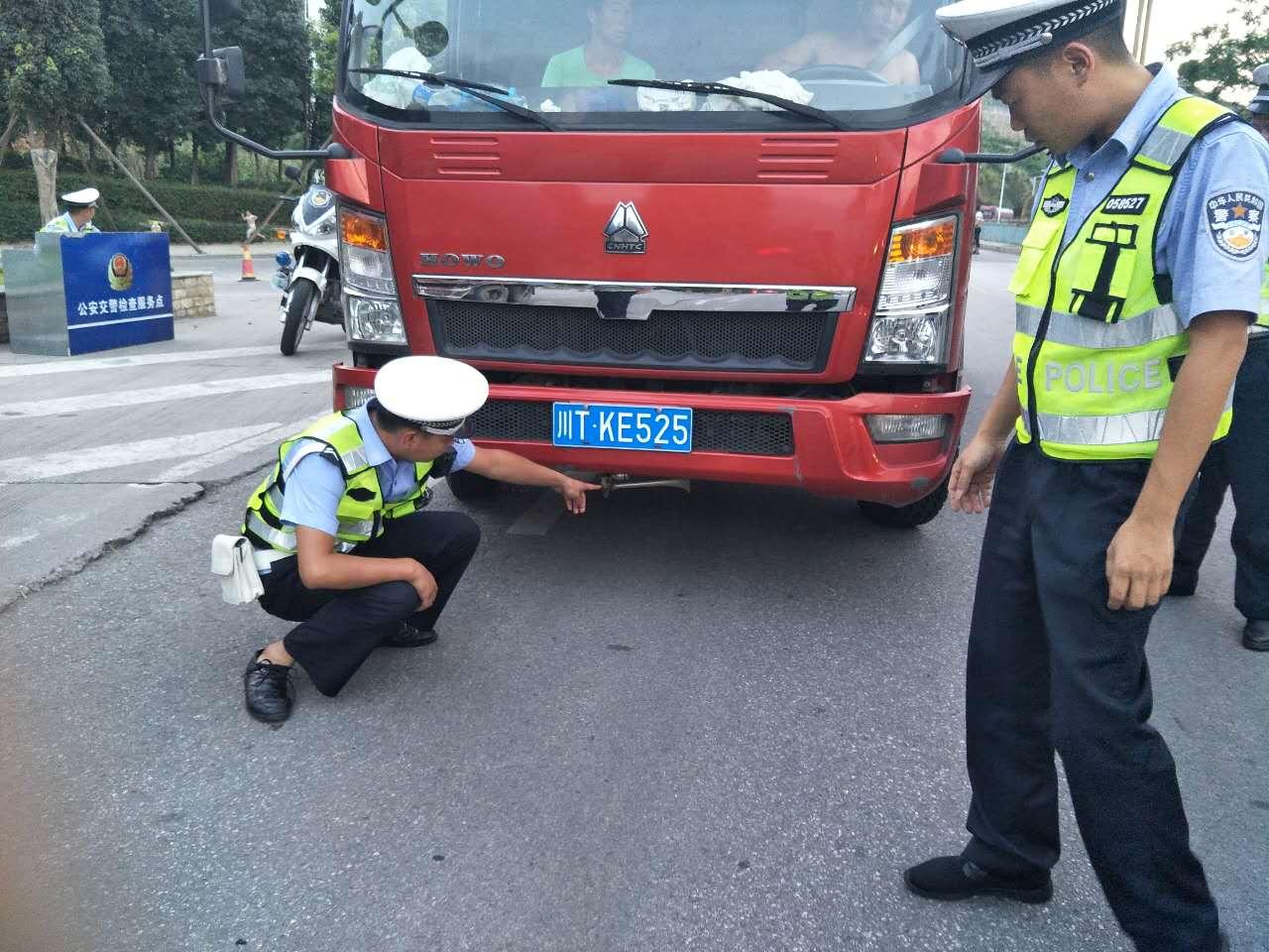 """汉源县公安局:开展""""机动车大气、噪声污染""""专项整治行动"""