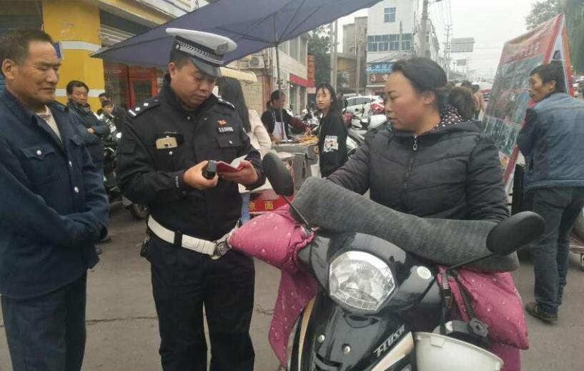 汉源公安交警 全力保障道路交通安全畅通
