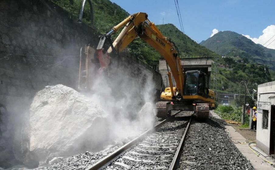 成昆铁路汉源段塌方抢通恢复货运 暂不具备旅客列车开行条件