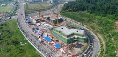 雅安经开区:德坤商业广场项目7号楼主体封顶