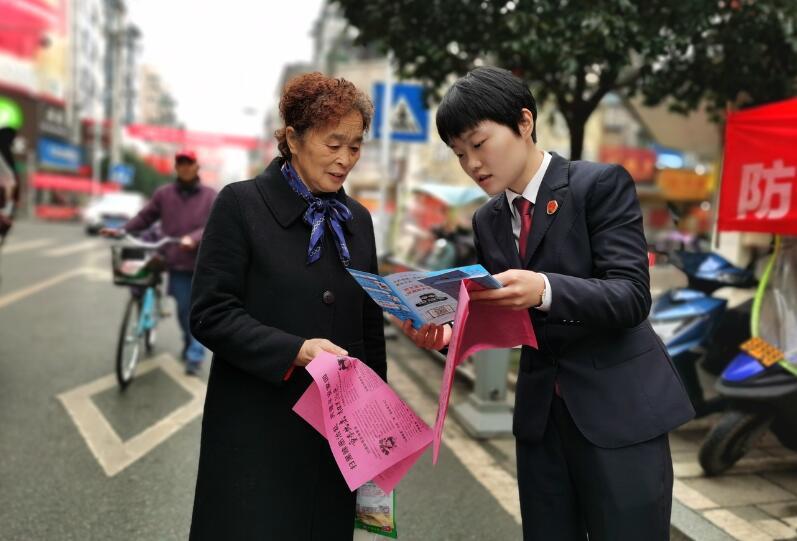 名山区检察院开展防范电信网络诈骗法治宣传