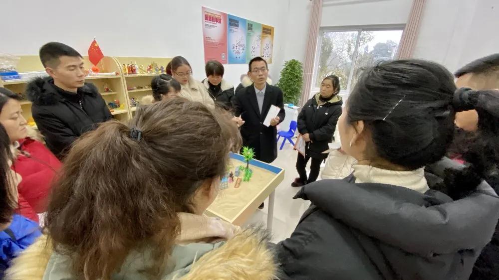 名山区:开展志愿者培训 提升大众心理健康素质