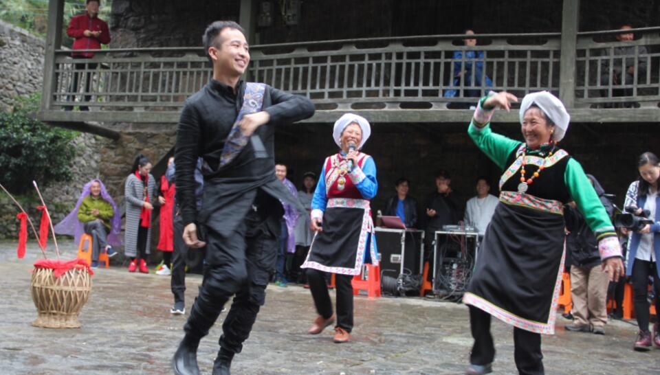 省文联组织70余名艺术家赴石棉采风 艺术家点赞石棉生态文化