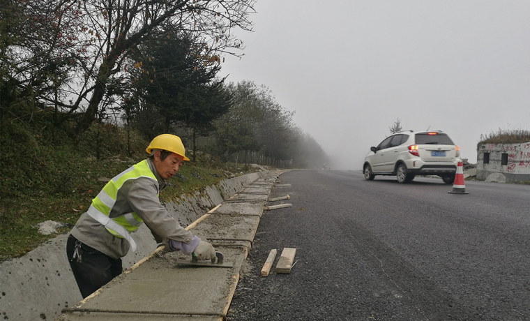 国道108线石棉段大修工程主体年底完工