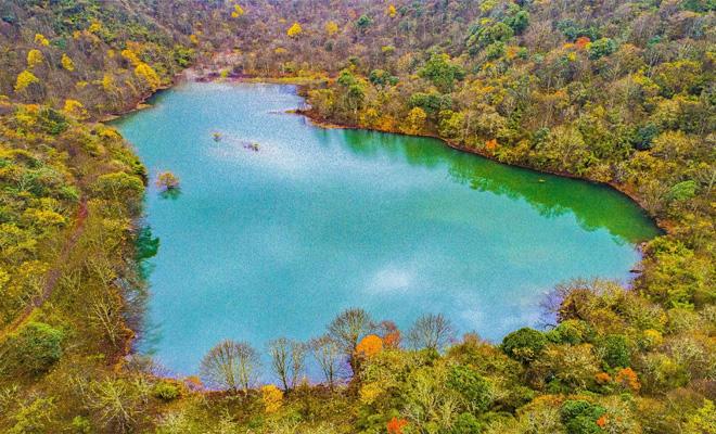 石棉县栗子坪乡月亮湖