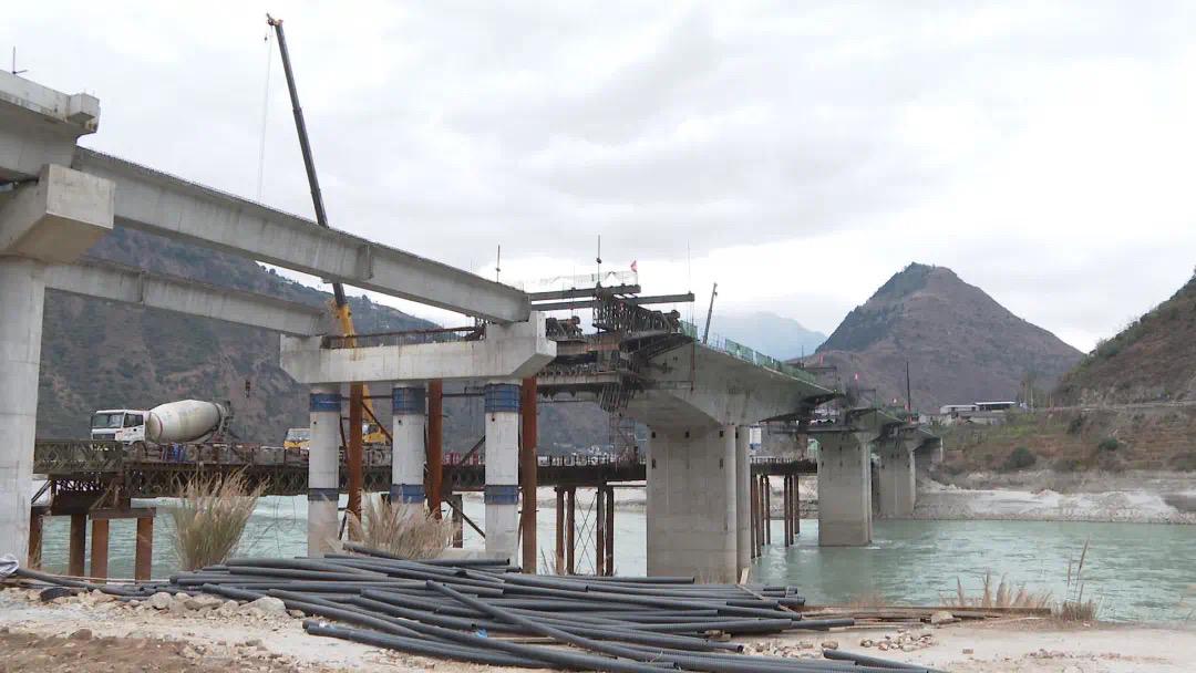 石棉县连坡湾大渡河大桥项目将于5月底完工
