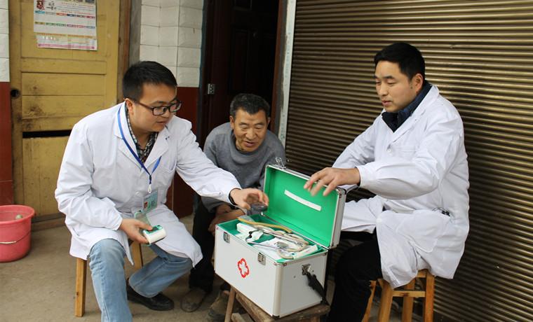 """有了""""标准化卫生室"""" 村医定期驻守 村民看病不用愁"""